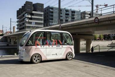 巴黎测试自动驾驶电动迷你巴士