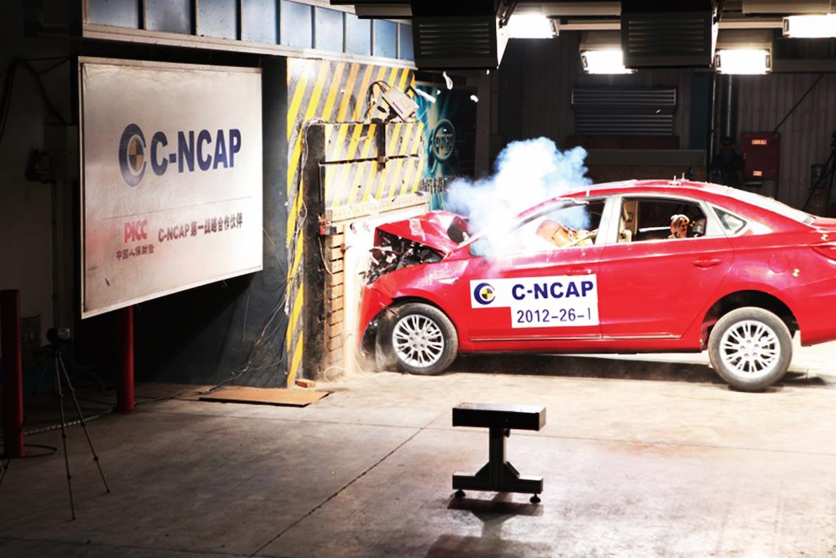 2012年9月2日,长安逸动是行业第一款通过C-NCAP 2012版五星安全的车型