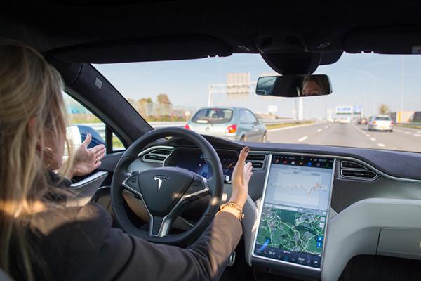 特斯拉Autopilot驾驶辅助系统