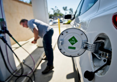 谁杀死了氢动力汽车?#31185;?#26395;过高,?#22868;?#22826;长,还有电动车的强势切入