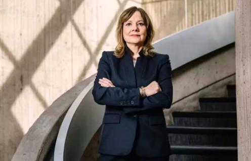 CEO玛丽·巴拉,2018年5月9日摄于底特律市区复兴中心(Renaissance Center)通用汽车公司总部。《财富》特约摄影:WILL WIDMER