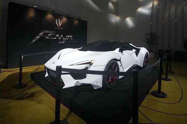 W Motors现场展示的跑车FENYR